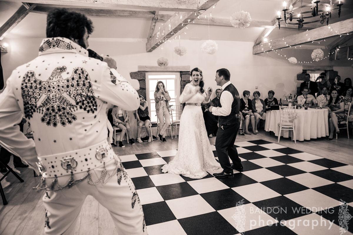 Elvis dance
