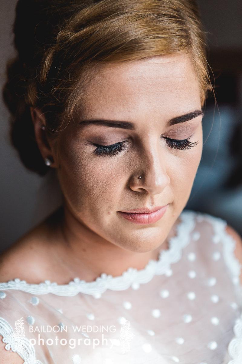 brides make up for her wedding